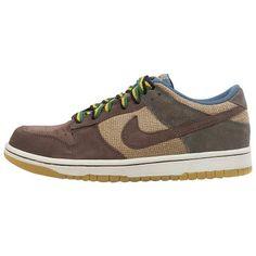 Nike Dunk Low Nike http://www.amazon.com/dp/B005CRDWU6/ref=cm_sw_r_pi_dp_O7ccvb0F2FKVT