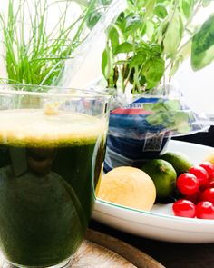 #vitaminen #greens #greenshakes #greenpower #wellness #cleaneating #healthybreakfast  spinach, celary, cucumber, ginger, carrot