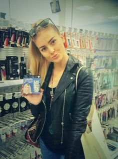 Just out shopping and I stumbled across these bad boys! ;) so surreal! #LMnails Perrie <3