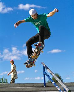At present, skate outfit is for that reason customary in well known society, that'd it are definitely targets for those to put on. Skateboard Photos, Skate Photos, Skateboard Girl, Action Pose Reference, Human Poses Reference, Photo Reference, Poses Dynamiques, Skater Boys, Skate Style
