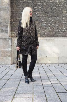 Trend Styling: Wie kombiniere ich einen Herbst Mantel mit Fellkragen und Jacquard Muster ? Mehr Trend Tipps sind auf meinem Mode Fashion Blog Sandra Levin.