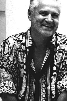 Gianni Versace  (* 2. Dezember 1946 in Reggio Calabria, Italien; † 15. Juli 1997 in Miami Beach)