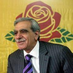 El Activista kurdo Ahmet Türk, un antiguo compañero de Öcalan, diputado del principal del principal partido pro-kurdo Partido por la Paz y la Democracia o BDP, ha pedido disculpas a la nación armenia en el nombre de sus antepasados que participaron en 1915, de las masacres anti-armenias organizadas por el Imperio Otomano.