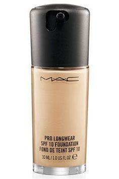 MAC Pro Longwear SPF10 Foundation Если оценивать этот продукт по 10-балльной шкале, то он получает заслуженную 8. Почему??? Узнай в моем блоге.