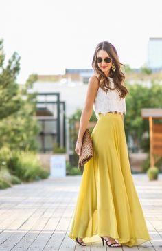 crop-top white and maxi skirt yellow Jupe longue fluide jaune et haut court dentelle blanc Pochette léopard