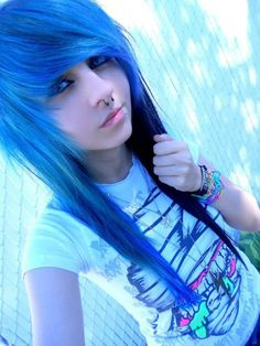 Let me tell you friends - Going EMO isn't as simple as you think! Though emo style outfits and fashion ideas are dramatic and inspired by punk style to My Hairstyle, Pretty Hairstyles, Girl Hairstyles, Scene Hairstyles, Scene Girl Haircuts, Wedding Hairstyles, Emo Scene Hair, Emo Hair, Scene Bangs