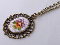 Hercai Menekşe Etamin Kanaviçe Kolye. 237971 | zet.com Small Cross Stitch, Ribbon Embroidery, Cross Stitching, Jewelry Crafts, Anniversary Gifts, Cross Stitch Patterns, Beaded Jewelry, Minis, Bling