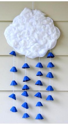 Spring showers have never been cuter than in this recycled-material project. #kidcrafts using cotton balls and egg cartons