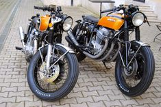 Cafe racers, scramblers, street trackers, vintage bikes and much more. The best garage for special motorcycles and cafe racers. Cb 500 Cafe Racer, Cafe Racer Honda, Custom Cafe Racer, Cafe Racer Build, Cafe Racers, Cb750 Honda, Honda Motorcycles, Womens Motorcycle Helmets, Retro Motorcycle