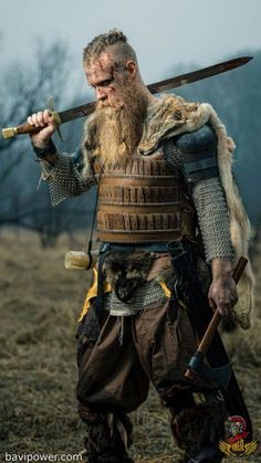 8 Lessons From Viking Warriors (Part 1 of The Vikings were regarded as one of the most savage warriors who would sacrifice their life to raiding and pillaging. In the eyes of the victims, the Vikings were the real monsters. In the meantime, the Vikings Rune Viking, Viking Men, Viking Warrior Men, Irish Warrior, Real Vikings, Norse Vikings, Vikings Fancy Dress, Fantasy Armor, Medieval Fantasy