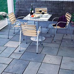 Want to build a natural stone patio that looks great and will last a long time? Here's how.