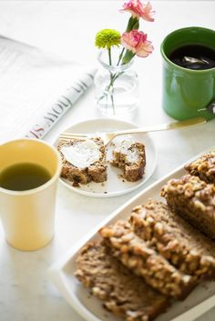 I'm squeaking in before our Canadian Thanksgiving weekend to share this gem of a banana bread recipe with you all. I figured it would make the perfect addition to your weekend breakfast table! We'v