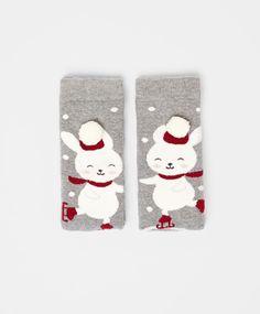Rabbit socks with pompom detail - OYSHO Kids Socks, Baby Socks, Pyjamas, Bodies, Matching Socks, Holiday Socks, Baby Gadgets, Cute Socks, Winter Beauty
