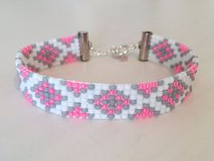 Beaded Bracelet, Loom Bracelet- Pink and Gray Pattern Perlen Armband, Webstuhl Armband-Pink und Grau Muster Loom Bracelet Patterns, Bead Loom Bracelets, Bead Loom Patterns, Beading Patterns, Bead Loom Designs, Beading Ideas, Bracelets Roses, Embroidery Bracelets, Seed Bead Jewelry