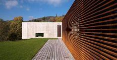 O aço cortén ´muito utilizado na composição de fachadas de residências e prédios contemporâneos