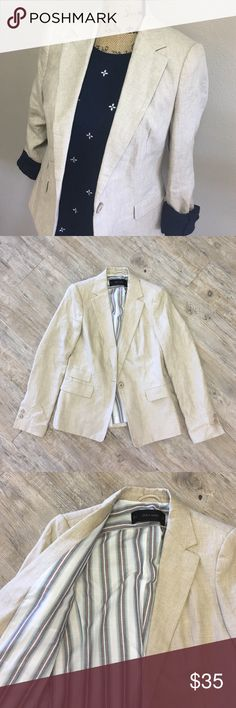 ZARA BASIC Blazer Incredibly adorable, looks like a lightweight tweed, and feels too. Light and can be layered with ANYTHING! Cute plaid inside too Zara Jackets & Coats Blazers
