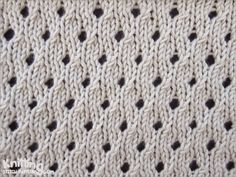 Staggered Eyelet stitch pattern | knittingstitchpatterns.com