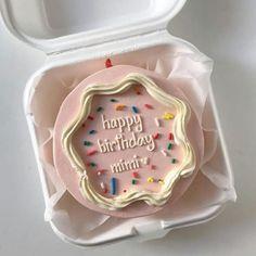 Bff Birthday Gift, Birthday Cake, Pretty Cakes, Cute Cakes, Cute Food, Yummy Food, Box Cake, Cupcake Cookies, Cake Designs