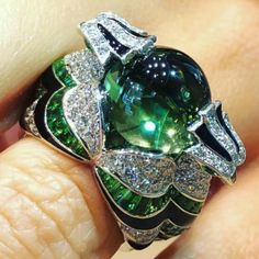 Boucheron CHINHA, THE EAGLE RING. Ring set with a tourmaline, tsavorites, diamonds and black lacquer.