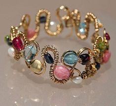 Pandahall.com DIY jewelry ideas - making beaded bracelet with wire and beads #wirejewleryideas
