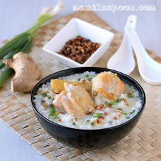 Manila Spoon: Arroz Caldo (Savory Chicken and Rice Porridge) - One-pot-meal wonder that will keep you warm and cozy this winter!!! #arrozcaldo