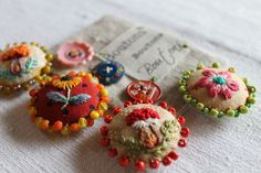 Facile Cecile: fabric buttons with tiny embroidery and beads: pic 1