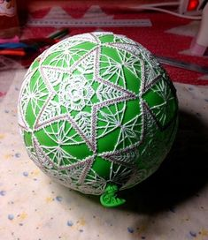 Freestanding Battenberg Lace Christmas Ball Ornaments - Advanced Embroidery Designs