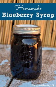 Homemade Blueberry Syrup Recipe {Blueberries are on Sale! Blueberry Syrup, Blueberry Juice, Blueberry Recipes, Homemade Syrup, Homemade Sauce, Chutney, Salsa Pesto, Do It Yourself Food, Salsa Dulce