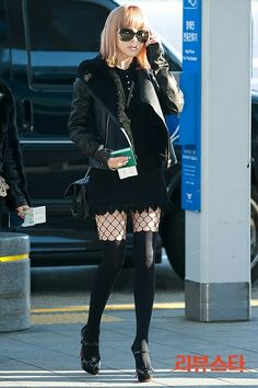 I love Bommies dark grunge style! Park bom airport fashion