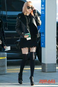 I love Bommies dark grunge style! Park bom airport fashion