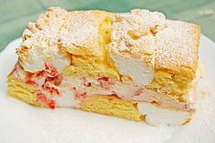 delicate cake baked alternately with meringue then filled with cream and berries Crumb Coffee Cakes, Austrian Recipes, Austrian Food, Berry Cake, Cake & Co, No Bake Cake, Vanilla Cake, Bakery, Sweet Treats