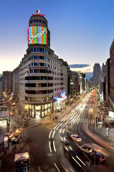 Official Portal of tourism and promotion for the Region of Madrid Madrid City, Foto Madrid, Real Madrid, Open House Madrid, Madrid Wallpaper, Best Cities In Europe, Flatiron Building, Great Hotel, City Streets
