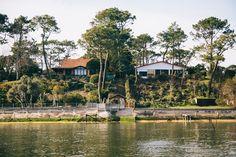 Les jolies maisons au bord de l'eau.