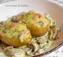 Recette - Pommes de terre farcies au lard et Reblochon, champignons à la crème - Notée 4.7/5 par les internautes