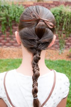 This style looks amazing and the best part is that it's SO SIMPLE! Start with wet hair for the best results. Begin by sectioning out t. Wet Hair Dos, Girl Hair Dos, Cute Little Girl Hairstyles, Fancy Hairstyles, Braided Hairstyles, Hairdos, Halloween Hair, Princess Hairstyles, Wedding Hair Inspiration