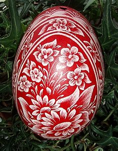 Hungarian Easter egg decorated with the scratching method. Polish Easter, Egg Shell Art, Cultural Crafts, Polish Folk Art, Carved Eggs, Christmas Landscape, Egg Tree, Ukrainian Easter Eggs, Egg Designs