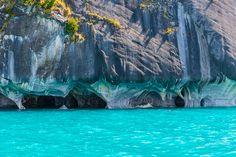 パタゴニアにある絶景! 世界の秘境!青く輝く神秘の洞窟『マーブルカテドラル』