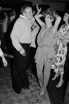 """30 марта, 1979 Итальянский Режиссер Франко Дзеффирелли, актриса Тони Туччи в Studio 54. Дзеффирелли был в Нью-Йорке на премьере своего фильма """"чемпиона"""".Студия 54: Звезда-Магнит 1970-х годов"""