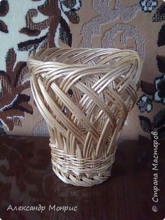Craft product Weaving My Braids Weaving Projects, Weaving Art, Willow Weaving, Basket Weaving, Paper Art, Paper Crafts, Diy And Crafts, Corn Dolly, Traditional Baskets