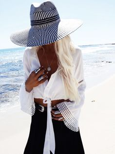 GypsyLovinLight wearing Sea Dreamer