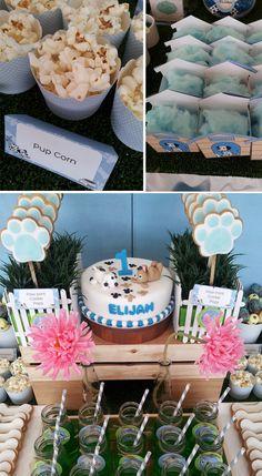 Una mesa muy dulce para una fiesta cachorro - mira la presentación de las galletas con palo! / A lovely table for a puppy party - check out the paw cookie presentation!