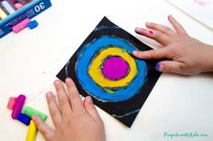 Create easy Kandinsky art for kids using chalk pastels and glue! Learn this simple pastel technique to make colorful circle art that kids will love! Chalk Pastel Art, Pastel Paper, Pastel Watercolor, Chalk Pastels, Cool Art Projects, Projects For Kids, Kids Crafts, Kandinsky Art, Circle Art