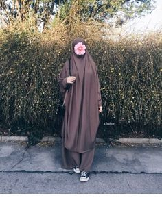Lovely in her Hanifah jilbab in mediumweight light Brown fabric 💗😍 May Allah love and bless her! Hijab Style Dress, Casual Hijab Outfit, Niqab Fashion, Muslim Women Fashion, Muslim Beauty, Hijab Fashion Inspiration, Muslim Hijab, Turkish Fashion, Instagram
