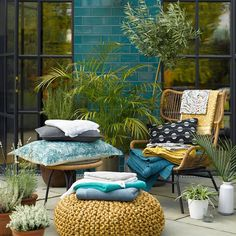 Christy (@christy_home) · Instagram 照片和视频 Outdoor Furniture Sets, Outdoor Decor, British Style, Bath Towels, Patio, Throw Pillows, Spring, Bed, Photography
