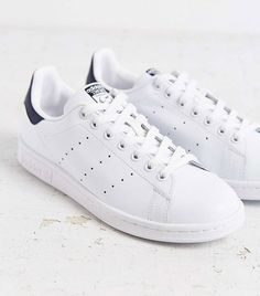 adidas cloudfoam advantage vs stan smith