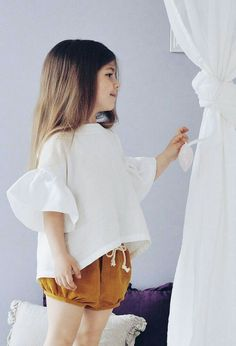Elegant and romantic top with flounces. Do not fetter the movement and gives a sense of ease. It can be combined with everyday shorts, narrow classic skirt, harem wide and even light frayed jeans. Perfect for a hot summer. Recommendations for care: Whatev Little Kid Fashion, Baby Girl Fashion, Toddler Fashion, Toddler Outfits, Kids Fashion, Fall Fashion, Style Fashion, Fashion Shoes, Fashion Trends