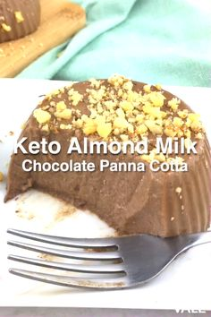 Heres an easy and delicious low-carb, sugar-free and keto-friendly desserts you can make using almond milk, gelatin and chocolate. Give this panna cotta recipe a try! Keto Friendly Desserts, Low Carb Desserts, Healthy Dessert Recipes, Low Carb Recipes, Chocolate Panna Cotta, Chocolate Almond Milk, Almond Milk Recipes, Almond Milk Desserts, Gelatin Recipes