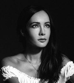 Ksenia Solo, Solo Pics, Lost Girl, Celebrities, Face, Pretty, Beautiful, Singers, Chloe