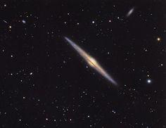 NGC 4565: галактика, видимая с ребра / Интересный космос