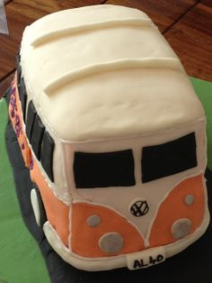 Camper van cake with a sort of tutorial